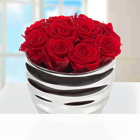 10 rote haltbare Rosen im silberfarbenen Topf